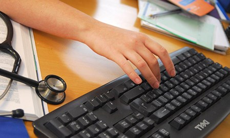 Patient survey indicates promise of EHR
