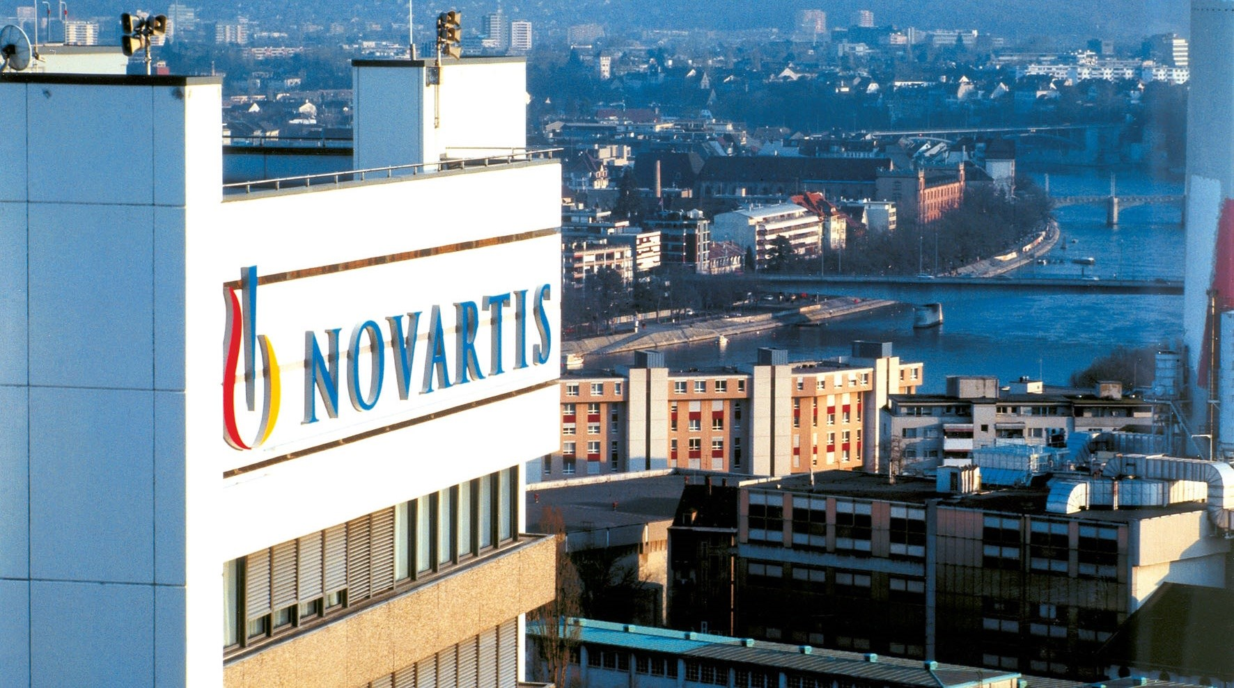 Novartis splits pharma division, shakes up management team