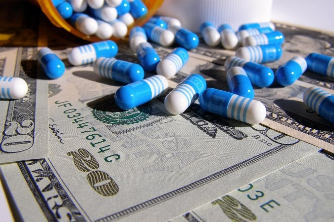 Government watchdog finds that most but not all generic drug prices are falling